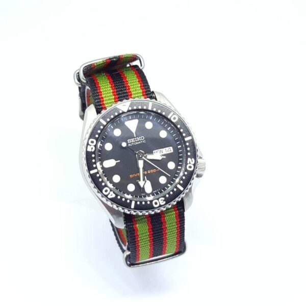 G10_NATO_watch_strap_striped_red_black_green